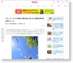 ブルーインパルスが晴天の熊本城上空に白い航跡を描き被災地にエール