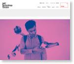 VRで操縦、慶応大研究者が作った「4本の腕」を持つ男